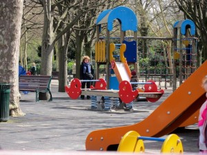 Parque infantil no Jardim de Luxemburgo